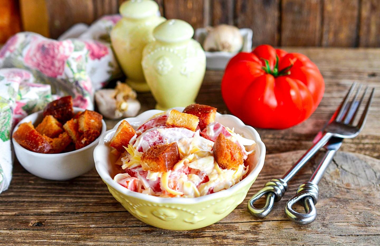 Салат с крабовыми палочками и кальмарами – кулинарный рецепт